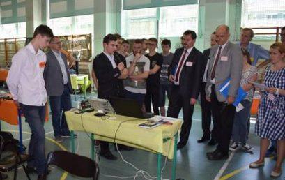 """Sukces uczniów """"Mechanika"""" i Puchar na V edycji Festiwalu Młodych Naukowców w ZST Rybnik"""